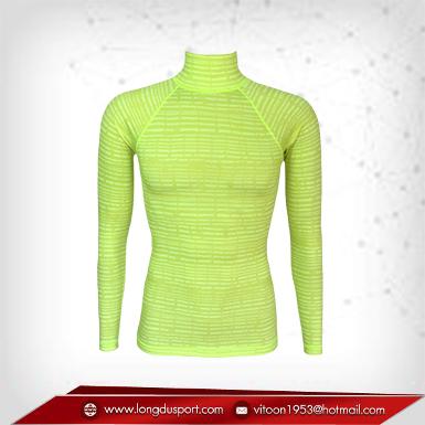 Body Fit / Base Layer เสื้อรัดรูป คอตั้ง แขนยาว พื้นเขียว ลายเขียว