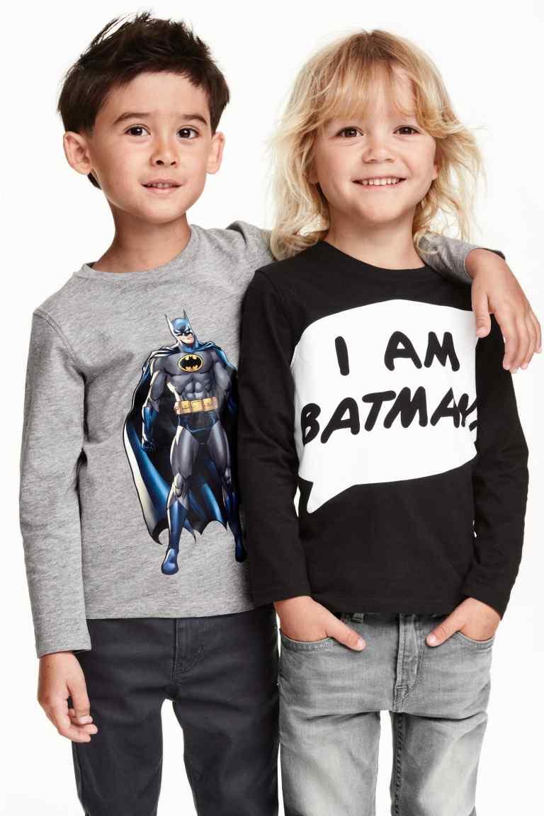 H&M : เสื้อแขนยาว I am Batman สีดำ (ตัวขวา) size : 4-6y