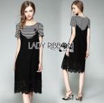 Dress Set เซ็ตเสื้อยืดลายทางปักลายกุหลาบและเดรสสายเดี่ยวผ้าลูกไม้ ลุคนี้เป็นแนวสตรีทแบบเกาหลี ด้านในเป็นเสื้อยืดแขนสั้นลายทาง ที่หน้าอกปักลายดอกกุหลาบสีแดง ส่วนด้านนอกเป็นเรสสายเดี่ยวผ้าลูกไม้สีดำ