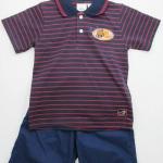 Pekkie : ชุดเสื้อโปโลสีกรมลายริ้วสีแดง พร้อมกางเกงขาสั้นสีน้ำเงิน