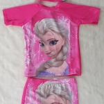 ชุดว่ายน้ำ เสื้อ+กางเกง+หมวกเจ้าหญิง Elsa สีชมพู size : M (3-4y)