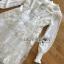 เดรสผ้าชีฟองสีขาวตกแต่งงานปักเลื่อมลายดอกไม้ thumbnail 6