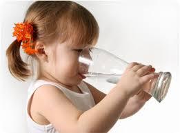 ดื่มน้ำสะอาดสำหรับเด็ก